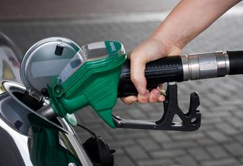 """Britain: Fuel Crisis """"Under Control"""" Amid Shortage"""